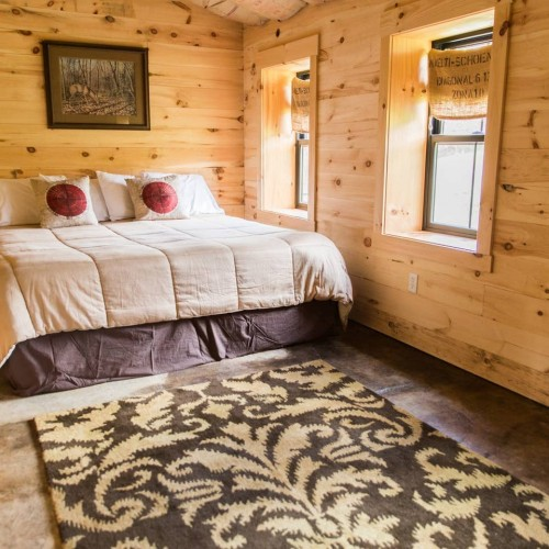 The Roost - Enjoy a unique barn stay!